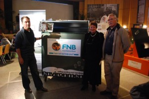 Mr. Horn (r.) from FNB and Mr. Gschwender (l.) from Transworld Cargo officially hand over the E-Waste container to head mistress Mrs. Pfänder