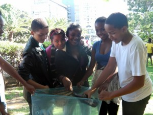 Students from YOUTHinkGreen collect rubbish at ZooPark