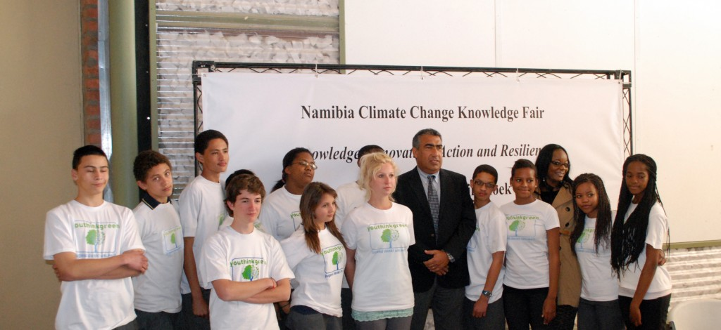 YOUTHinkGreen students with José Gabriel Levy (UNDP)